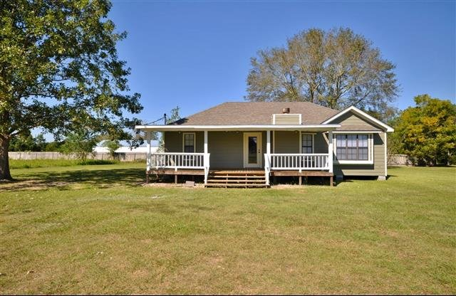 House for rent in 231 cloverleaf sulphur la for Rent a house la